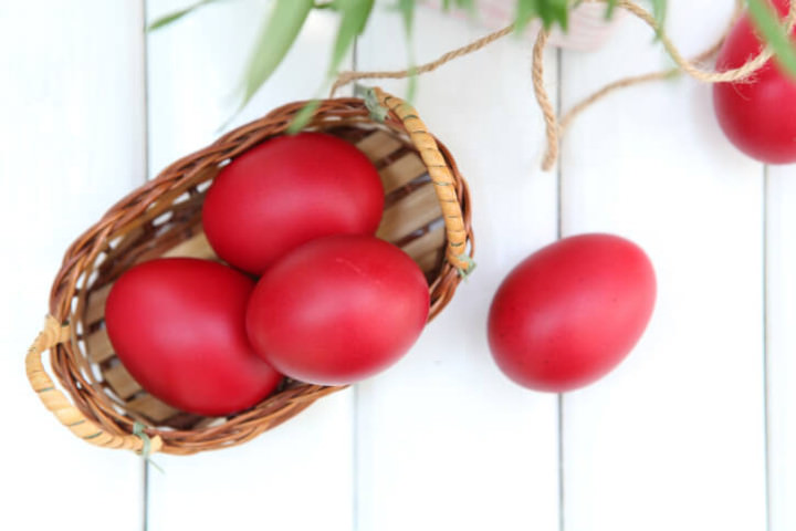 Why Do Greeks Dye Eggs Red For Easter