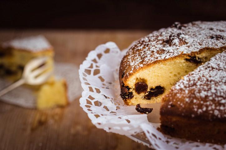 Homemade vanilla cake with raisins.