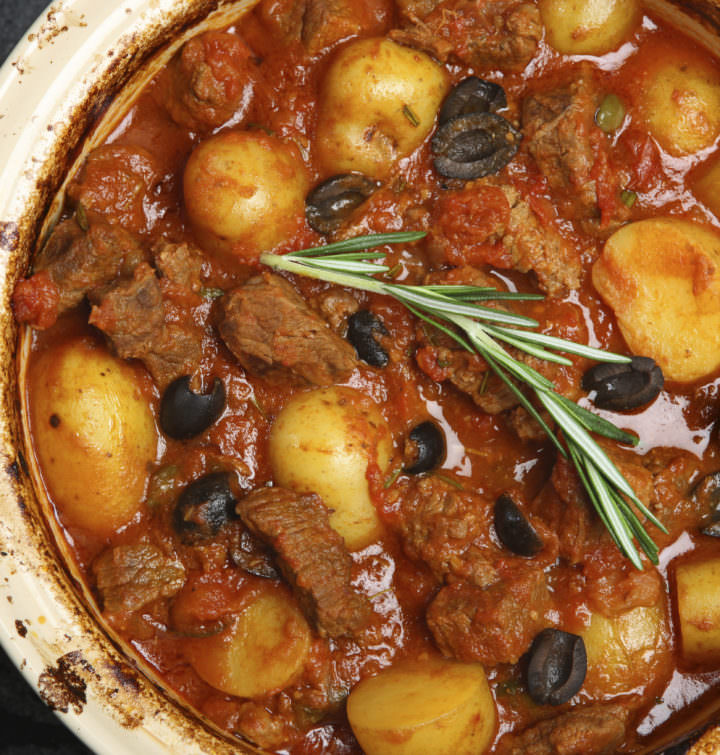 Recipe for Skordostoumbi – Greek Style Beef with Garlic and Olives