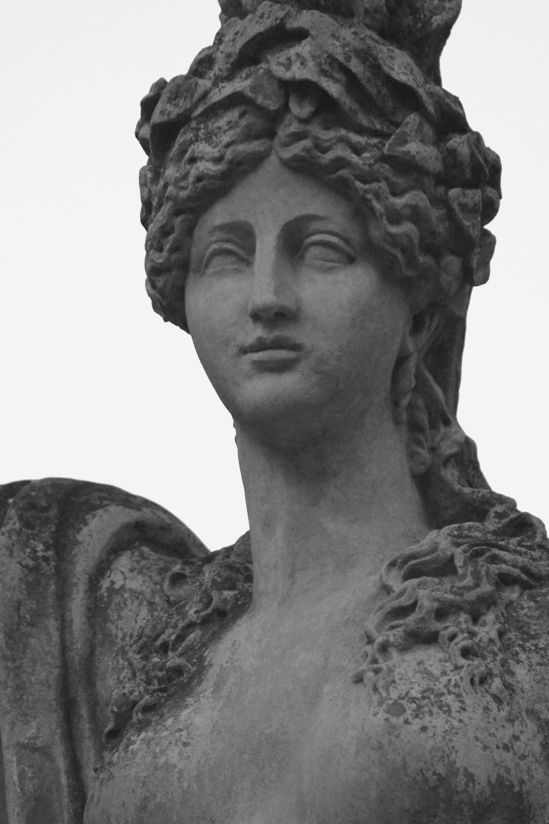 Hera is the oldest daughter of Kronos and Rei. Hera is the sister and wife of Zeus, with whom she was 300 years in a secret marriage, until he openly declared her his wife and queen of the gods.