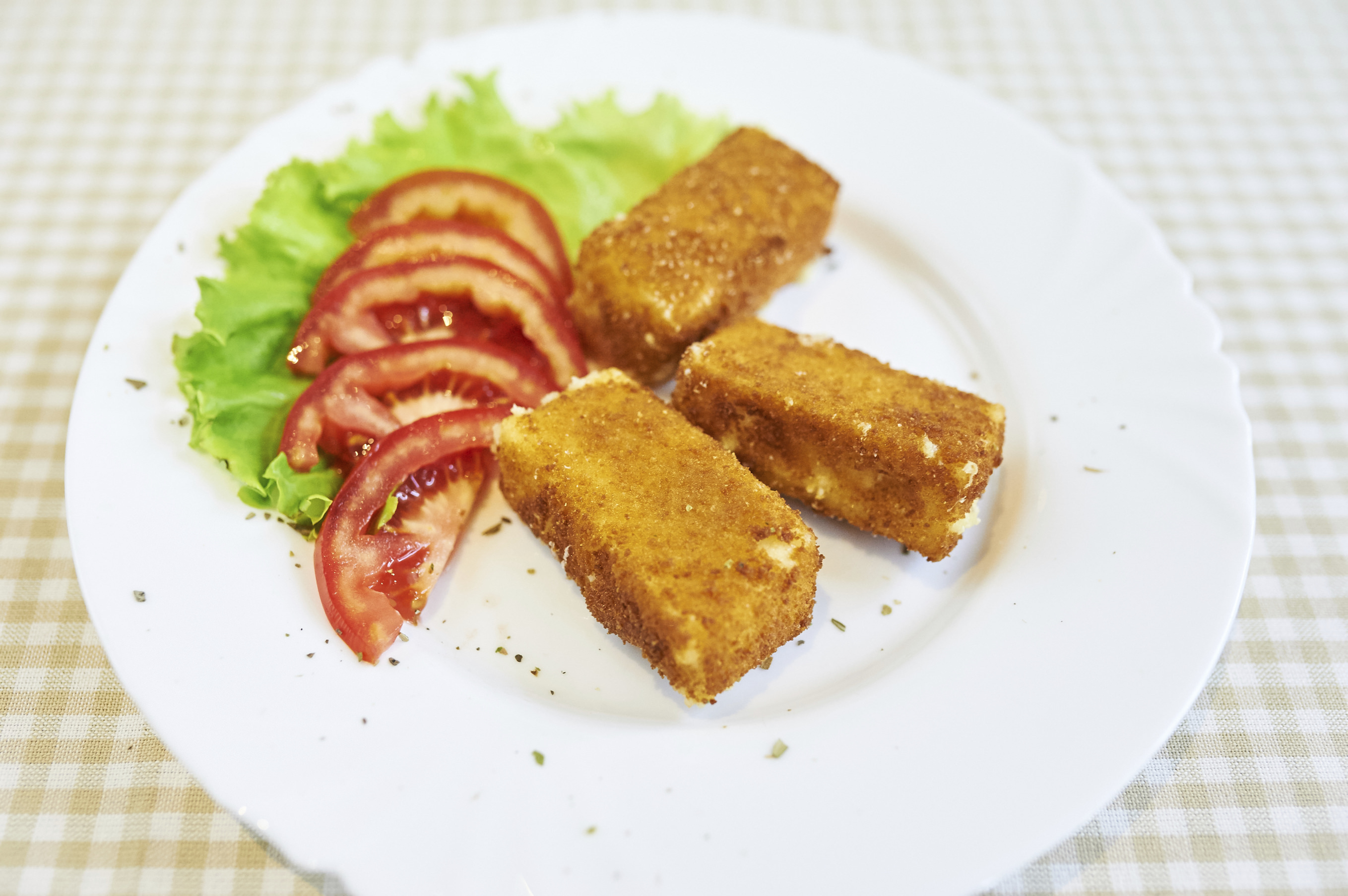 Cheese Pan With Tomato And Lettuce
