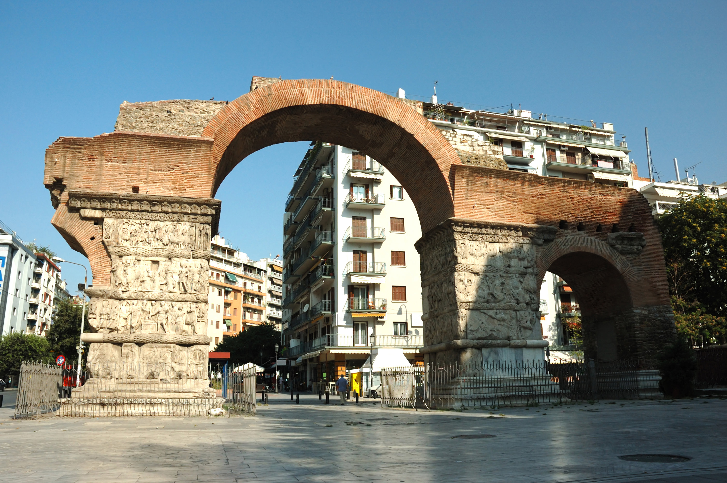 Visiting the Arch of Galerius and the Rotunda in Thessaloniki