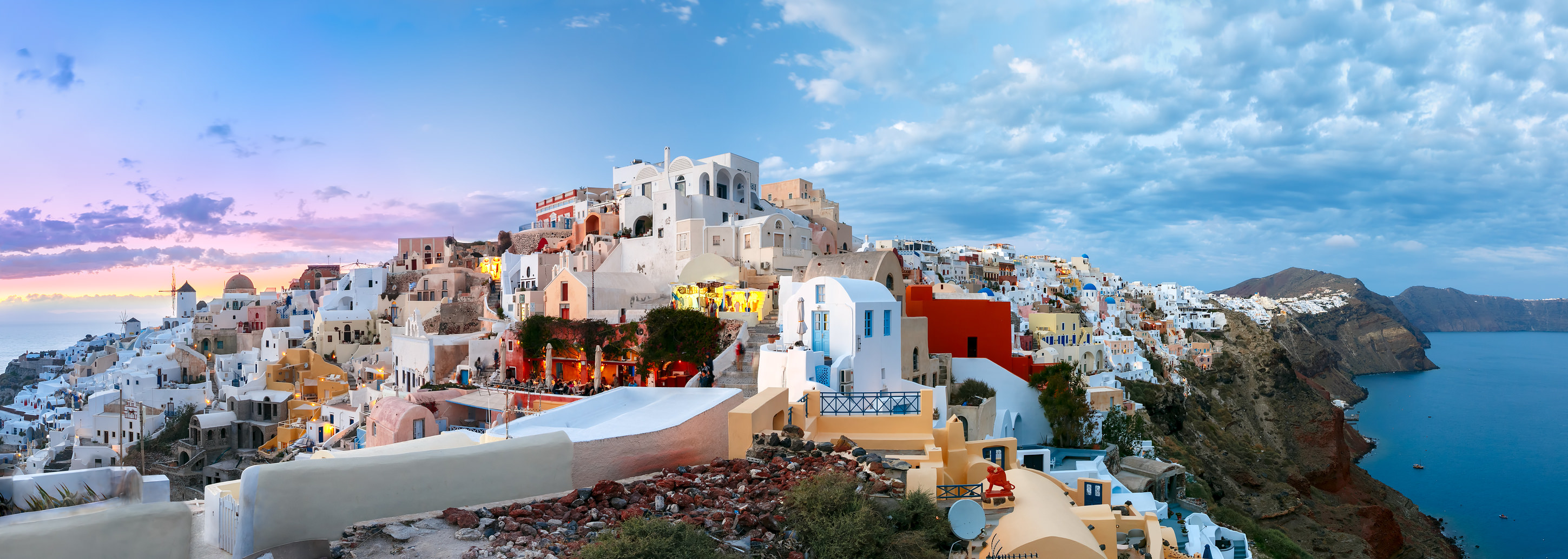 What to Do on Oia's Main Street in Santorini