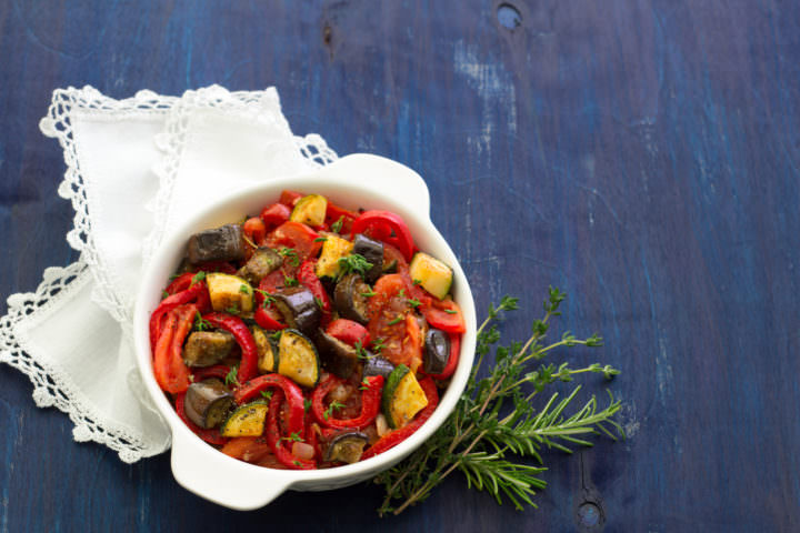 Vegetable ragout from zucchini and eggplant - we cook at home