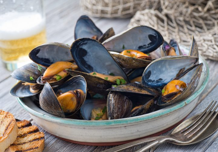 Easy Greek Style Steamed Mussels